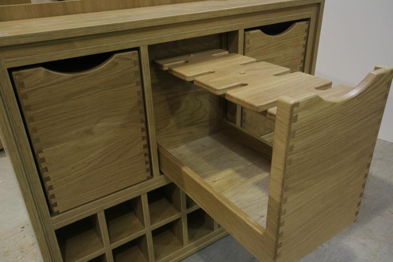 Dovetail drawer for wine glass